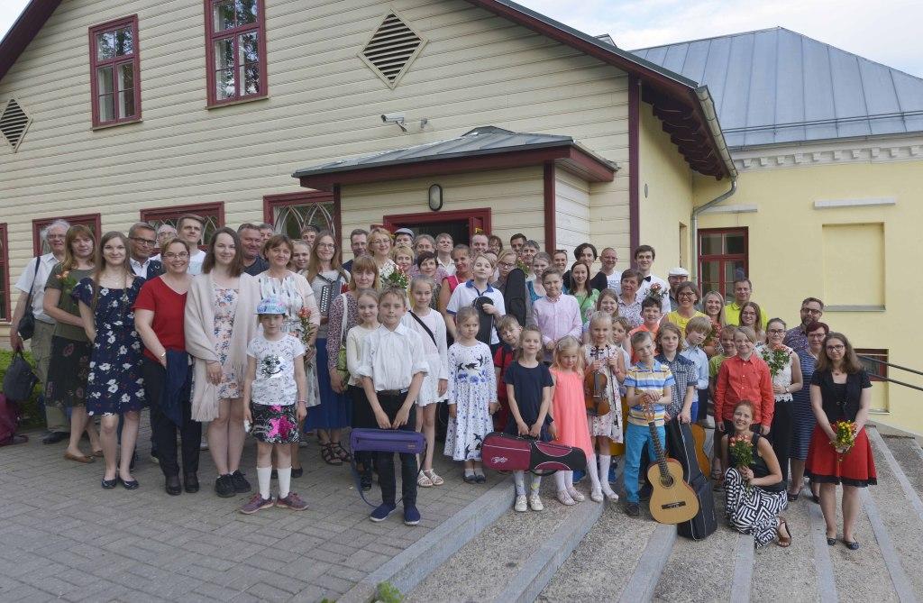 Helivõlu 5. kevadkontserdi pere esinejad, õpetajad ja kaasaelajad. 20.05.2019